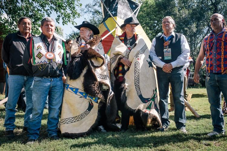 Russel Eagle Bear, President Scott (Rosebud Nation), Willie Nelson, Neil Young, President Brewer (Oglala Nation), Mekasi Camp (Ponca Nation) | Photo by Michael Friberg / Bold Nebraska